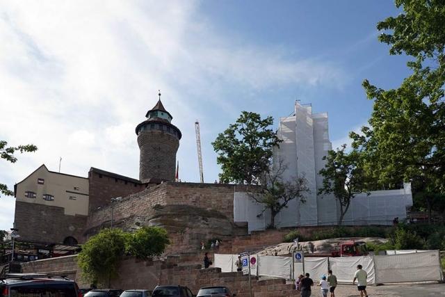 Die Walburgiskapelle in Nürnberg wird hier gerade renoviert