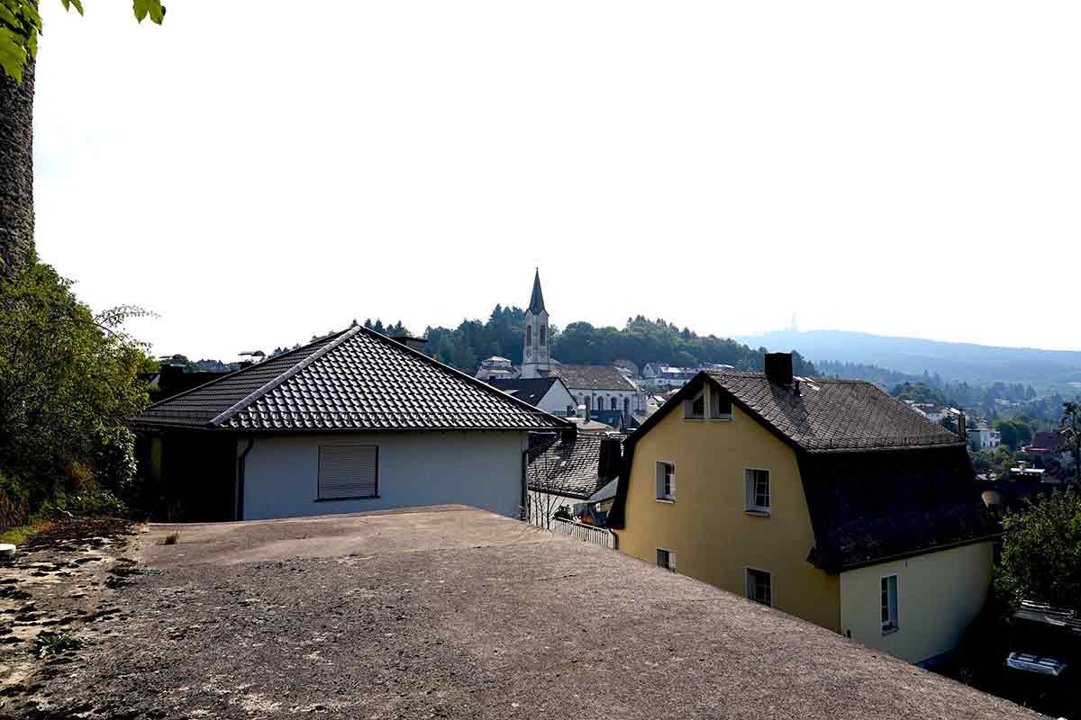 Standort der einstigen Othmarskapelle von Oberreifenberg, Blick Richtung heutige Pfarrkirche