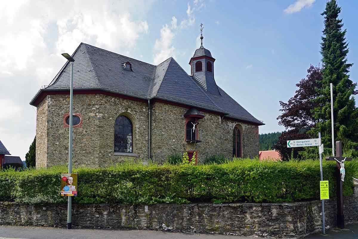 Eine Vorgängerkirche der Kirche Sankt Casimir in Seelenberg war dem heiligen Otmar geweiht